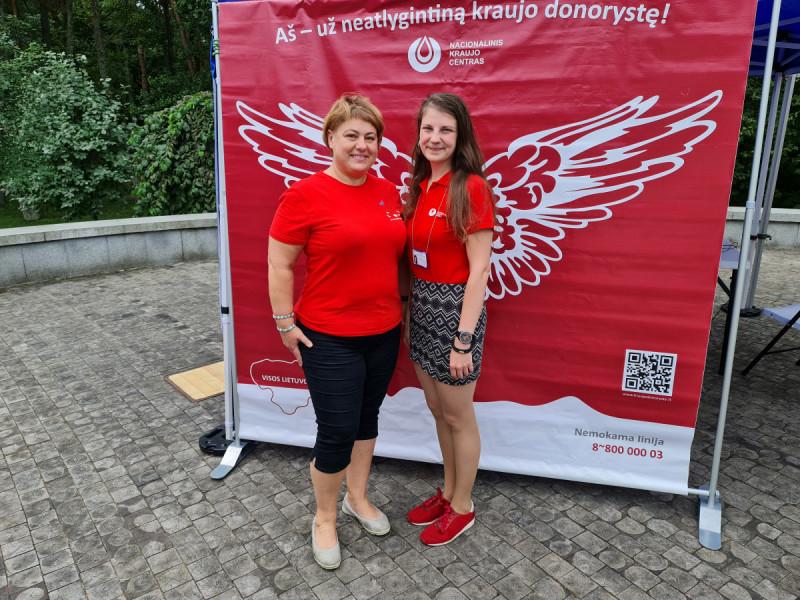 Lino Jegelevičiaus nuotraukoje: NKC Klaipėdos skyriaus gydytoja Neringa Mažulytė (dešinėje) ir bendrosios praktikos slaugytoja Renata Ramanauskienė
