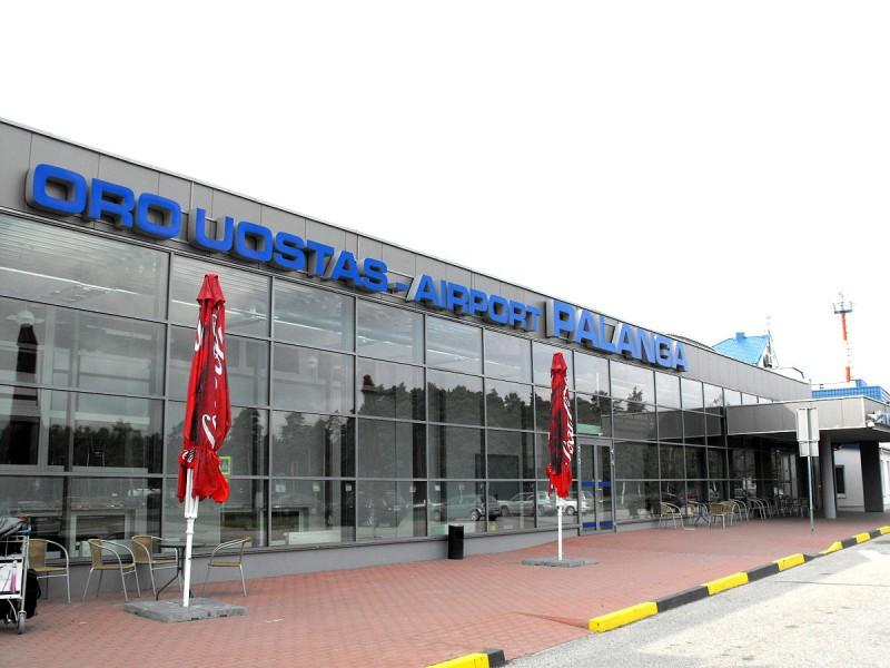 """Broliai latviai pasipinigaus Palangoje: Palangos oro uosto kilimo-tūpimo tako rekonstrukcijos konkursą laimėjo Latvijos įmonė """"A.C.B."""""""