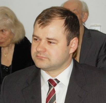 D. PALUCKAS.