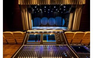 Meras Šarūnas Vaitkus kviečia virtualiai pasivaikščioti po medinėje Kurhauzo dalyje įrengtą teatro salę