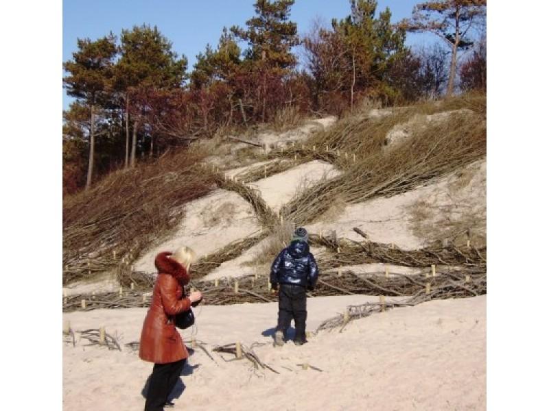 Palangos kopos stiprinamos kilometrais žabtvorių