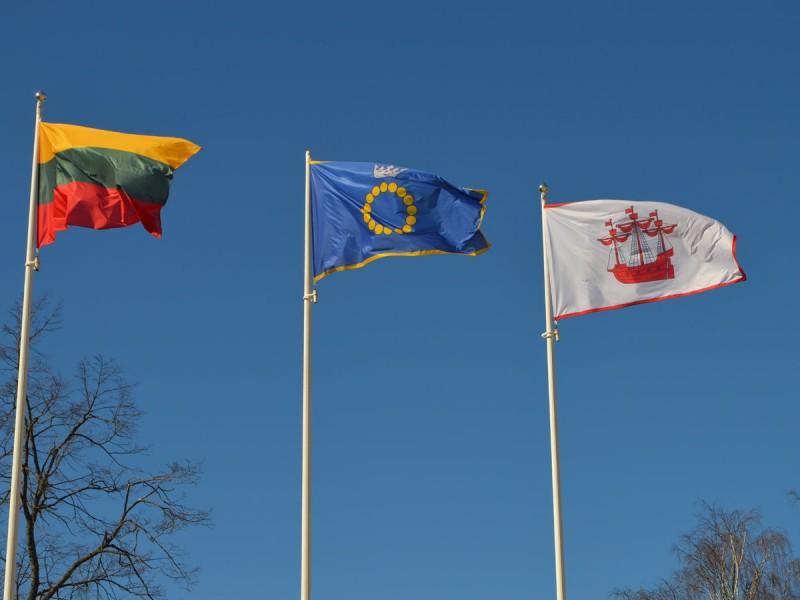 """Ar žinai?...Palangos šimtmečio vėliavos dizainą sukūrė UAB """"Stenda"""", Palangos miesto vėliavos  – Gražina Oškinytė-Eimanavičienė"""