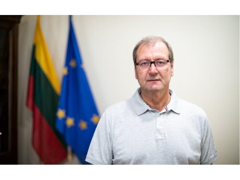 """Europarlamentaras Viktor Uspaskich prisiminė Palangą: """"Nors vasarą Palangoje būna daugiausiai žmonių nei kituose miestuose, įskaitant Vilnių, tačiau, o stebuklas – nulis susirgimų""""."""
