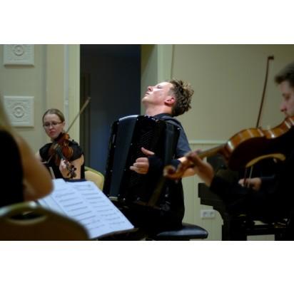 Kurhauzo salėje nenutyla profesionalios muzikos skambesys