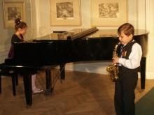 Aplodismentai lydėjo pačių mažiausiųjų – M.Daukšaitės ir A.Kleivos – dueto pasirodymą.