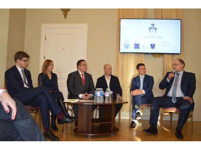 Diskusijoje apie Palangą kaip Tiškevičių miestą dalyvavo M. Statulevičius, K. Litvinienė, Š. Vaitkus, J. Tubinas, V. Strioga ir D. Jurevičius.