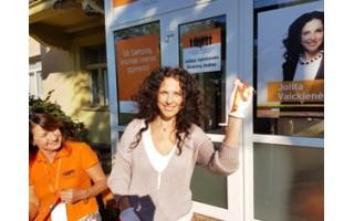 Liberalų sąjūdžio kandidatė rinkimų štabą atidarė baltomis pirštinaitėmis