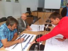 """Apie ką tariasi architektas S. Bradūnas ir """"City projects"""" projektuotojas V. Falevičius."""