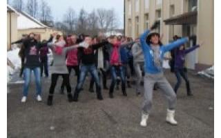 """""""Sveikatiadoje"""" vaikai šoko ir mankštinosi pagal lotynų Zumbą"""