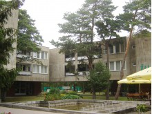 """Pernai regioninio reikšmingumo kultūros vertybės statusas suteiktas 1969 m. pastatytam architekto Algimanto Lėcko projektuotam viešbučiui """"Žilvinas"""". / V. Andriulionienės nuotr."""