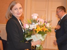 Meras Š. Vaitkus naujų mokslo metų pradžios proga gėlių puokštę įteikė Palangos švietimo pagalbos tarnybos direktorei V. Želvienei.