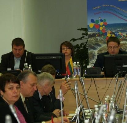Keturiolika klausimų tarybos nariai apsvarstė per valandą.