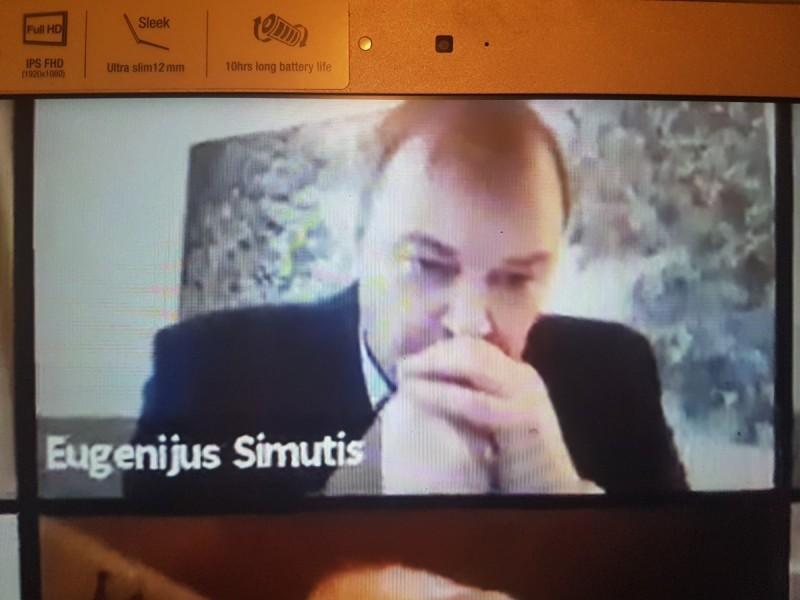 """Per Tarybos posėdį nuotoliniu būdu rūkęs Palangos miesto Tarybos narys Eugenijus Simutis: """"Nervai jau nelaiko"""""""