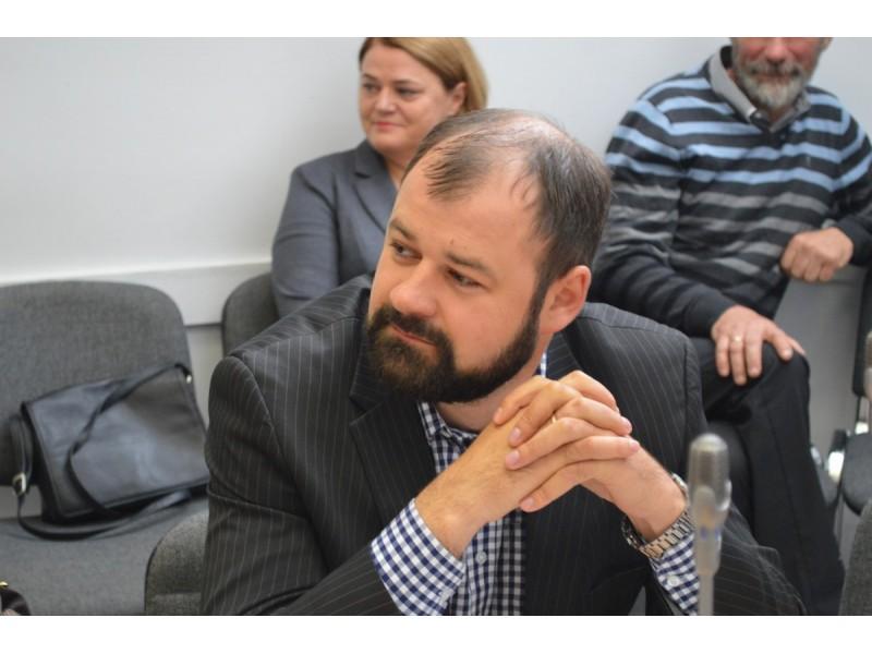 Atsiradus Vidaus reikalų ministerijos sistemoje įrašui apie baustumą Italijoje dar 2002 metais, Danas Paluckas pasitraukė iš partijos skyriaus pirmininko posto, taip pat atsisakė Palangos miesto tarybos nario mandato.