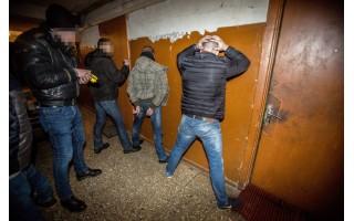 Klaipėdoje su įkalčiais sulaikyti narkotinių medžiagų platinimu įtariami asmenys, vienas jų dirba Palangoje