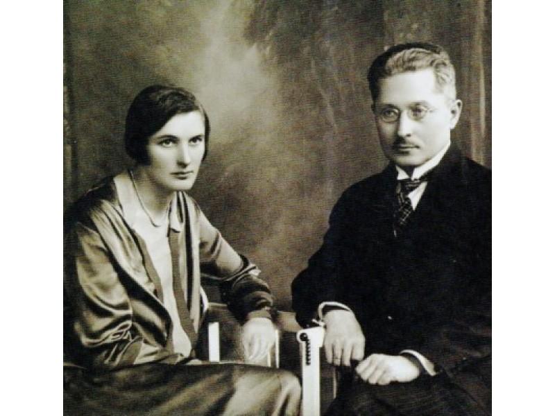 1. S. ir J. P. Aleksos. 1925. Nuotrauka iš knygos Margi gyvenimo puslapiai: Salomėja ir Jonas Aleksos / Vladas Žukas. Vilnius, 2003.