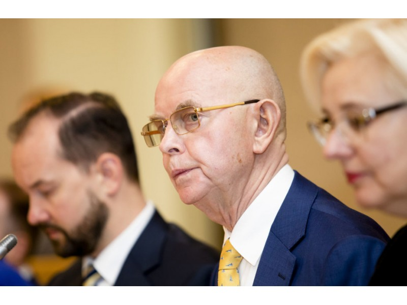 """Vyriausias Seimo narys Antanas Vinkus: """"Pats turėjęs skurdžią vaikystę, nenoriu, kad žmonės būtų priversti rinktis tarp maisto ir vaisto"""""""