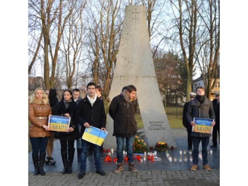 Prie paminklo generolui J. Žemaičiui pagerbti žuvusieji Kijeve