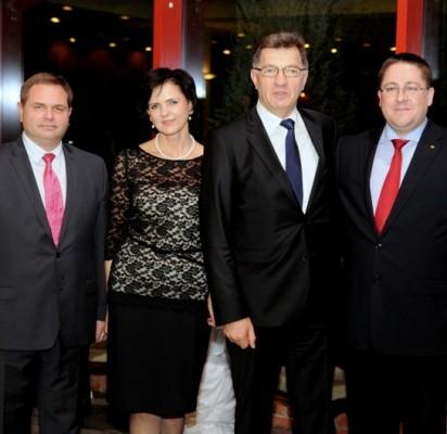 Palangos meras Šarūnas Vaitkus ir Savivaldybės tarybos narys Mindaugas Skritulskas praėjusį penktadienį apsilankė Vilniuje ir pasveikino Premjerą Algirdą Butkevičių jubiliejinio, 55-ojo gimtadienio proga.