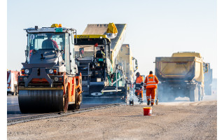 Palangos oro uosto rekonstrukcijoje - tarpinis finišas: baigti kilimo-tūpimo tako asfaltavimo darbai