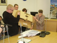 Komisijos nariams atidarius užantspauduotą dėžę, joje rastos 175 paraiškos.