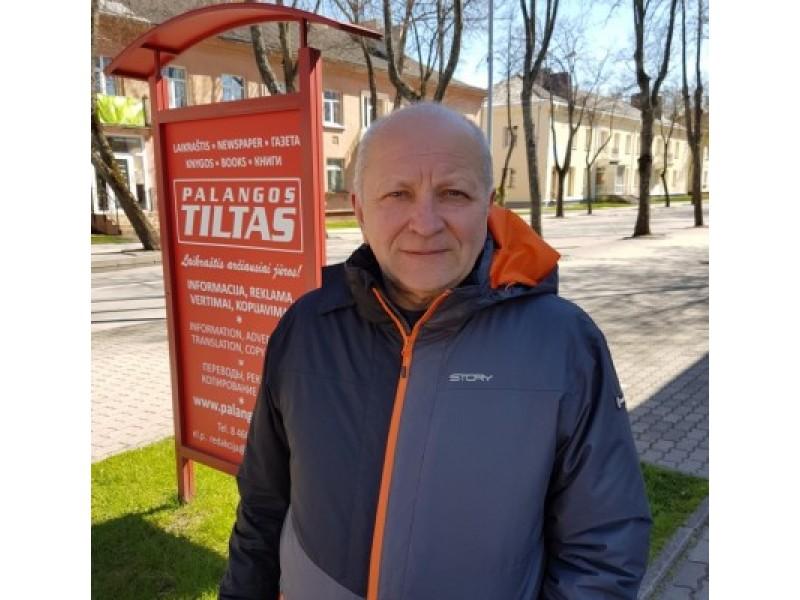 """Bronius Martinkus, miesto savivaldybės įmonės BĮ """"Palangos miesto rinklia vų centras"""" direktorius, neabejotinai yra vienas didžiausių krepšinio aistruolių kurorte."""
