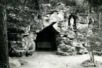 Legendomis apipintasis Birutės kalnas, Šv. Jurgio koplyčia ir Lurdas