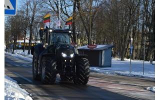 Lietuvą apkeliavo traktoriumi, neaplenkė ir Palangos