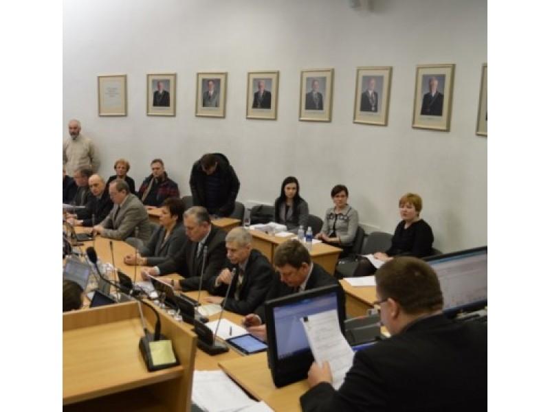 Rekordiškai ilgame posėdyje – politikų debatai net dėl elementarių klausimų