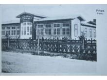 Šiame pastate 1901–1903 m. grafas Feliksas įrengė pašiltinto jūros vandens, mineralines bei gydomųjų žolių vonias su procedūromis.