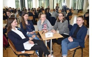 """Moksleivių teisinių žinių konkurso """"Temidė"""" I etape I vietą laimėjo """"Antanas ir Co"""" komanda iš Palangos senosios gimnazijos"""