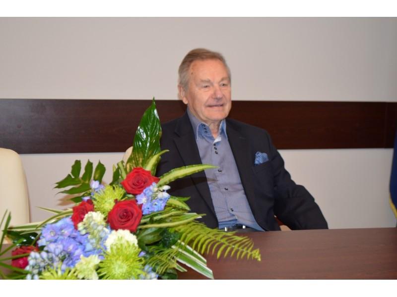 Pasveikintas jubiliejų atšventęs žinomas operas solistas Eduardas Kaniava
