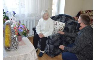 Meras Šarūnas Vaitkus 100 metų jubiliejaus proga pasveikino palangiškę Malviną Martinkienę