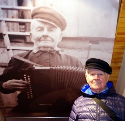 Šokėjas Jonas Žukevičius etnografinėje ekspozicijoje atrado žmogų, kuris labai panašus į jį.