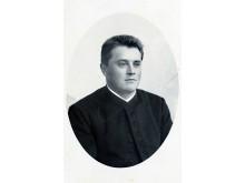 Palangos bažnyčios vikaras ir progimnazijos kapelionas kunigas Julijonas Jasienskis (Jašinskis). Nežinomas fotografas, XX a. pr.
