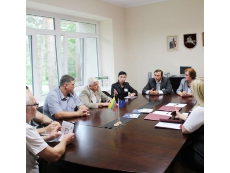 """VšĮ Kauno paslaugų verslo darbuotojų profesinio rengimo centro (KPVDPRC) Kurorto verslo skyriaus praėjusį penktadienį surengta konferencija """"Darniojo turizmo plėtra Lietuvoje"""" sukvietė visą būrį garbingų svečių."""