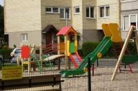 Daugiabučių kiemuose – modernios vaikų žaidimo aikštelės