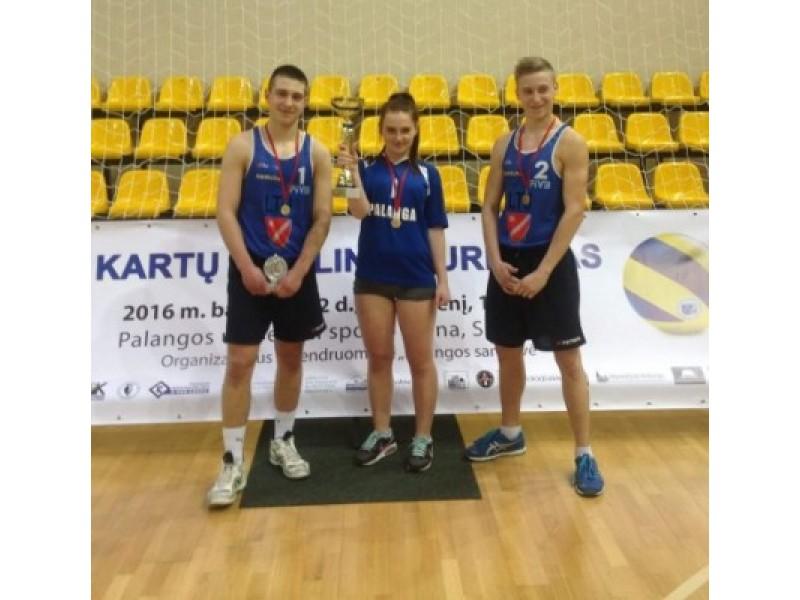Jaunimo komanda-nugalėtoja: (iš kairės) Rokas Beniušis, Kamilė Gadeikytė ir Gytis Okuličius.