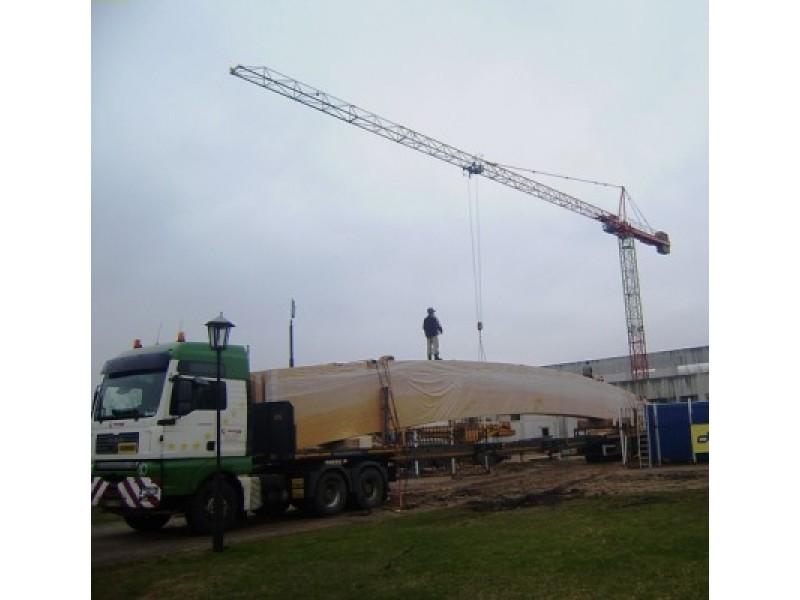Universalaus sporto komplekso statybos Palangoje įgauna pagreitį – į kurortą atgabentos medinės denginio sijos, kurių kiekvienos svoris – beveik 10 tonų, o ilgis – 36 metrai.