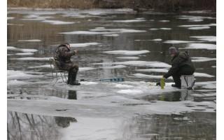Ugniagesiai gelbėtojai įspėja- ant ledo lipti pavojinga