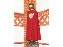 Jėzaus Nazariečio skulptūra taip pat pernešta iš senosios bažnyčios.