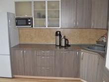 Šalia šarvojimo salių įrengtos patogios virtuvės.
