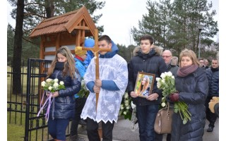 Staiga mirusią Gintarę Valančiūtę išlydėjo visa Senoji gimnazija