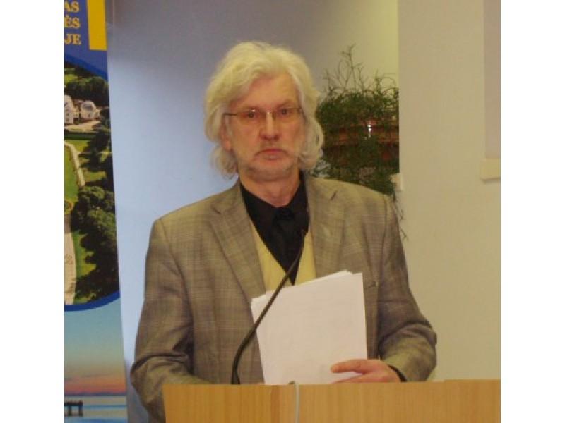 Architektūros ir teritorijų planavimo skyriaus vedėjo pavaduotojas V. Danta buvo įsuktas į A. Jokūbausko sukeltą audros sūkurį.