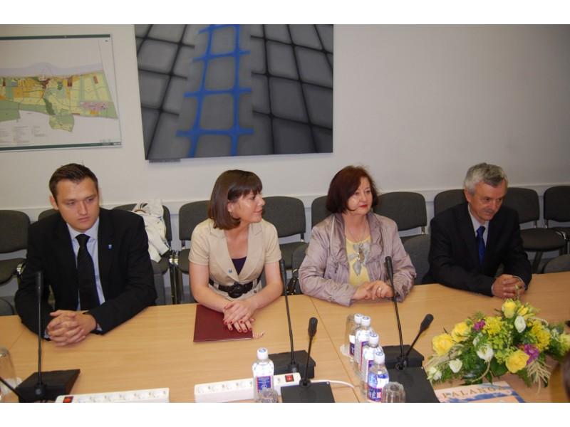 Lankęsi lenkai pasirašė bendradarbiavimo sutartį su V. Jurgučio mokykla