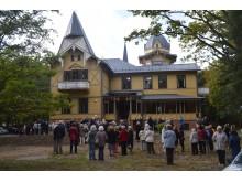 """Į """"Anapilio"""" atidarymo bei Palangos kurorto muziejaus reikmėms perdavimo renginį susirinko gausus būrys žmonių."""