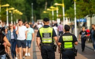 Siaučiantys poilsiautojai – galvos skausmas Palangos policijai: tenka stiprinti pajėgas