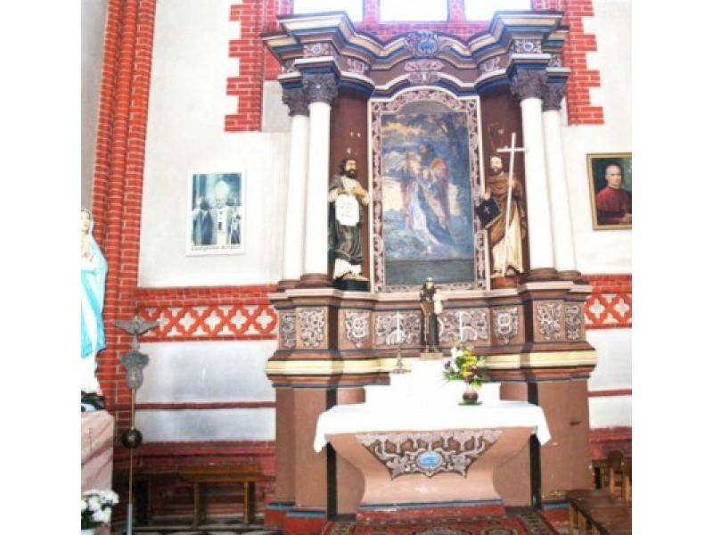 Prie šoninio altoriaus su Šv. Juozapo paveikslu, šalia Marijos skulptūros planuojama įrengti krikštyklą.