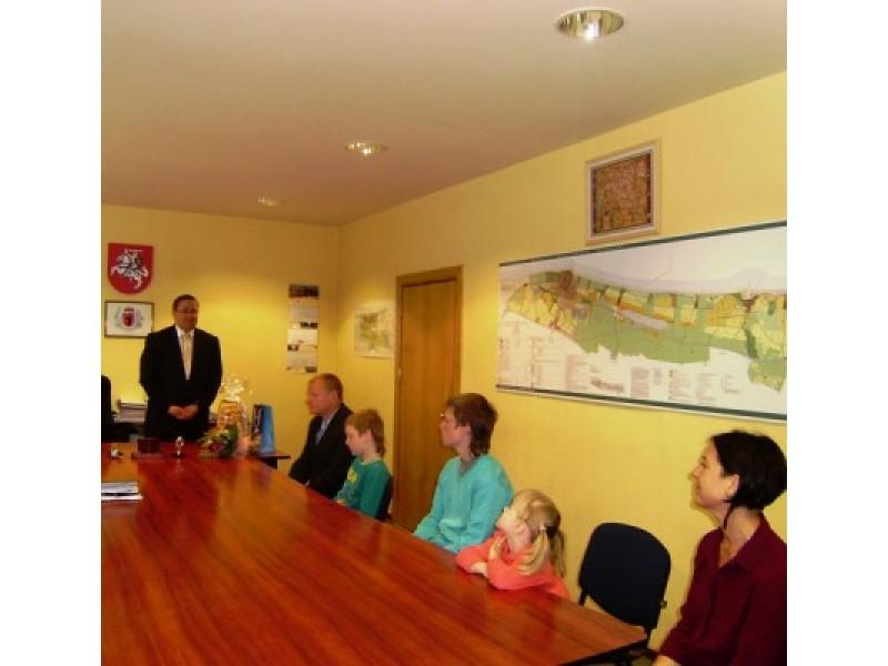 Metų šeima išrinktiems palangiškiams Stonkams – kurorto vadovų padėka