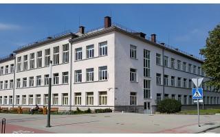 Gimnazija ieško lietuvių kalbos ir literatūros mokytojo